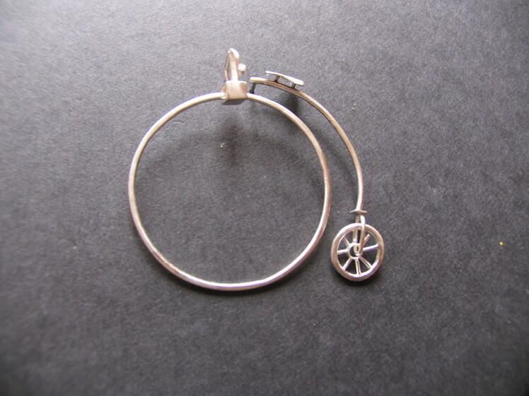 joia d'autor | fermall de plata | disseny personalitzat | model BICICLETA