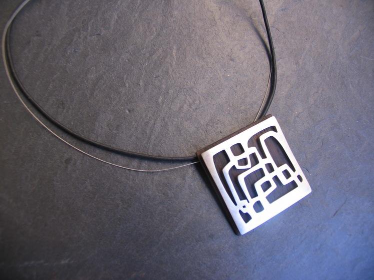 joia d'autor | penjoll de plata amb base de fusta | conjunt LLERS