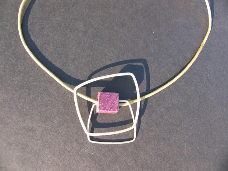 joia d'autor | penjoll de plata amb dau de fusta | model FILS